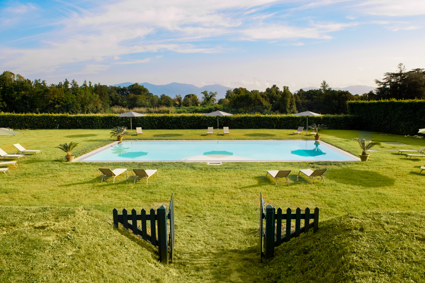 La piscina infinity dell'Arancera di Villa Grabau