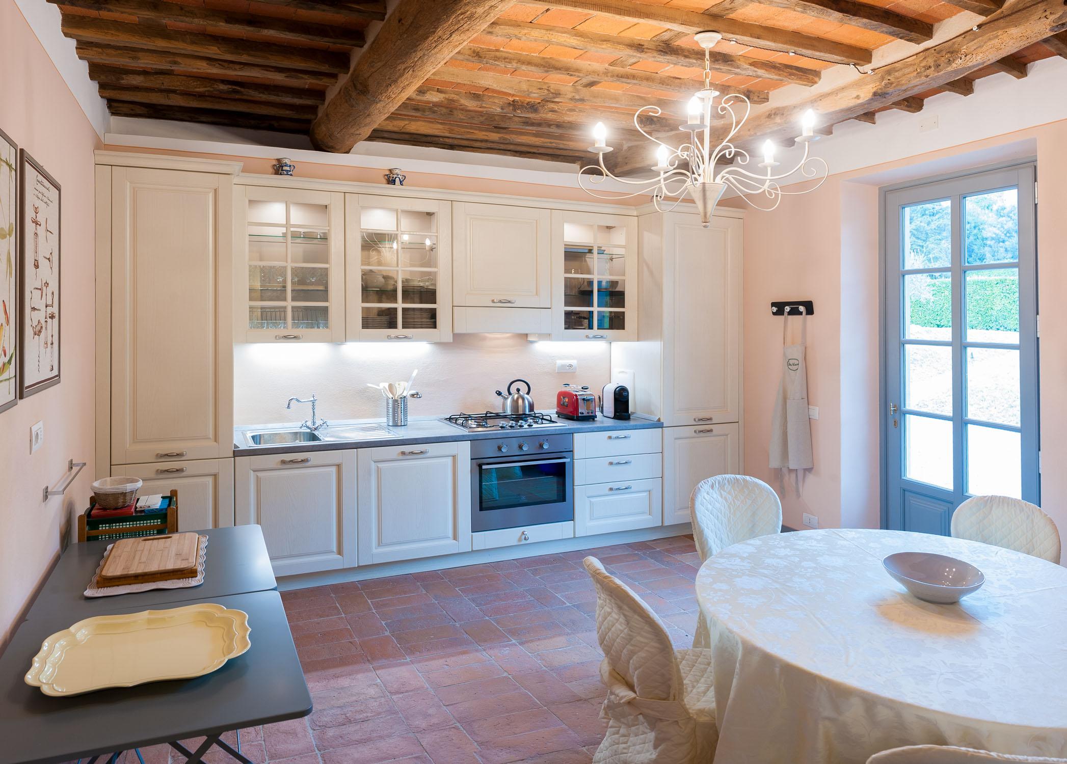 Una delle cucine negli appartamenti dell'Arancera di Villa Grabau